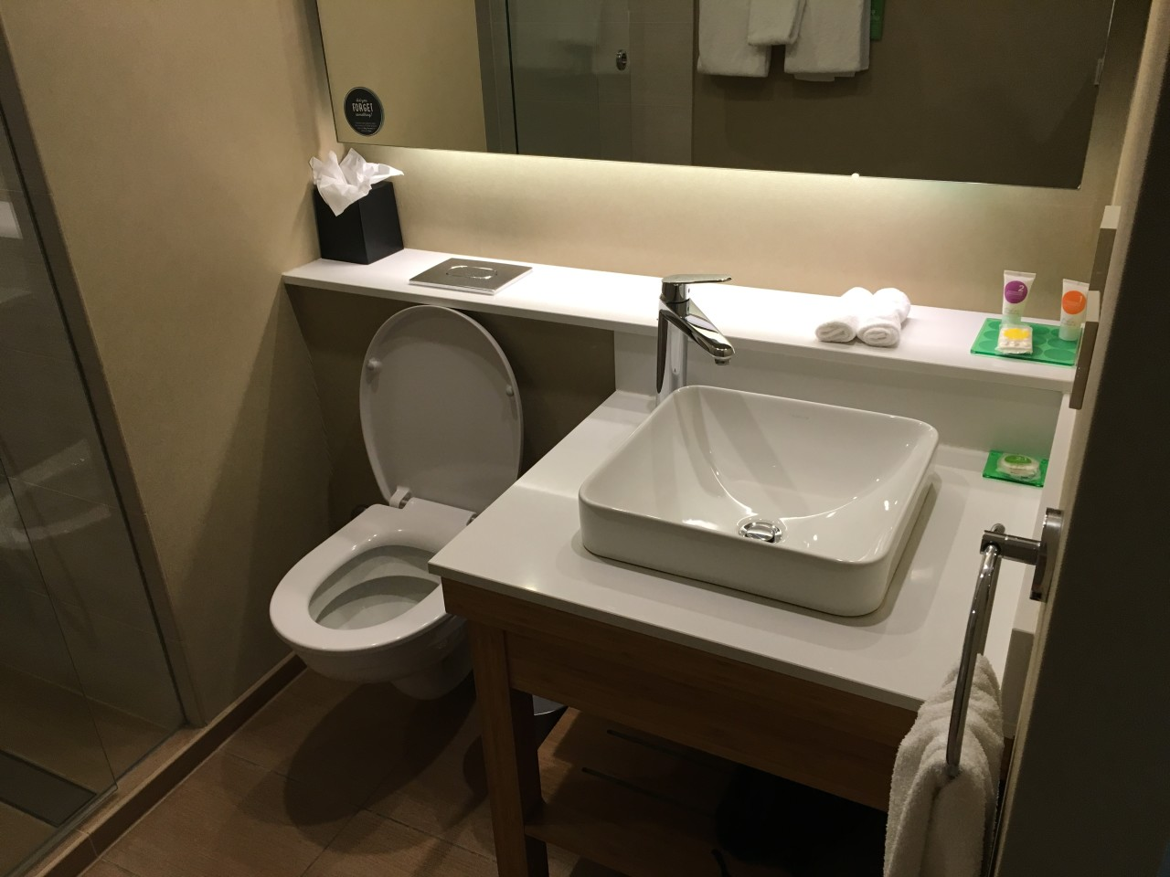 Hyatt place amsterdam accessory freaks blog for Best place for bathroom accessories